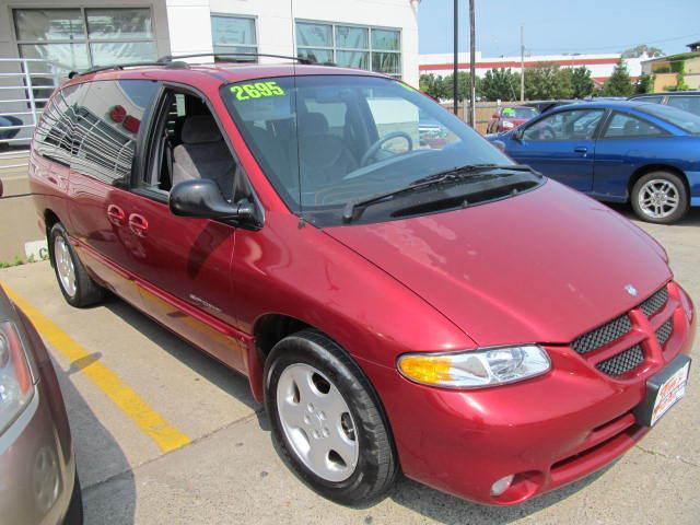 2000 Dodge Grand Caravan near Des Moines IA 50317 for $2,695.00