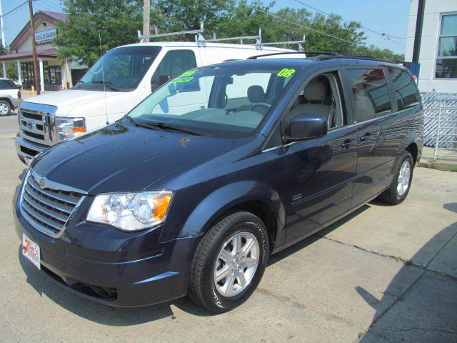 2008 Chrysler Town & Country near Des Moines IA 50317 for $9,995.00